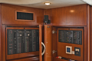 52' Silverton 52 Ovation 2009 Control Panel