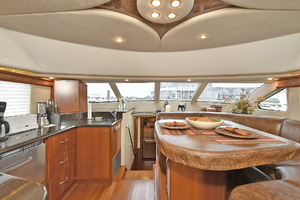 52' Silverton 52 Ovation 2009 Galley / Dinette
