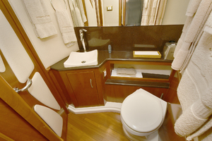 52' Silverton 52 Ovation 2009 Split Guest Head Accommodations