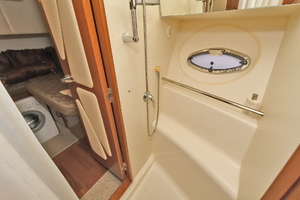 52' Silverton 52 Ovation 2009 Guest Shower