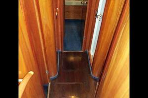 48' Cranchi Atlantique 48 2005 Accommodation Steps