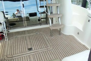 48' Cranchi Atlantique 48 2005 Salon Doors