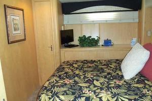 74' Hatteras Motoryacht Sport Deck 1996 Mid VIP Looking to Port