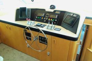 74' Hatteras Motoryacht Sport Deck 1996 Pilothouse Helm