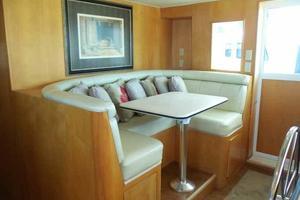 74' Hatteras Motoryacht Sport Deck 1996 Pilothouse Settee
