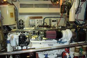 74' Hatteras Motoryacht Sport Deck 1996 Starboard Engine