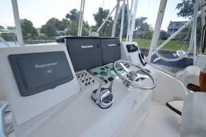 35' Cabo 35 Convertible 2002 Flybridge Helm Station