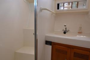 35' Cabo 35 Convertible 2002 Seporate Stall Shower