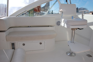 Moonstruck Bay is a Albemarle 33XF Yacht For Sale in Hampton--62