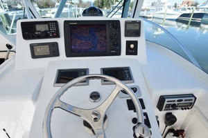 Moonstruck Bay is a Albemarle 33XF Yacht For Sale in Hampton--12