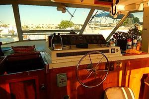 46' Bertram Motor Yacht 1974 Lower controls