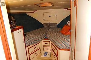 46' Bertram Motor Yacht 1974 Guest stateroom forward