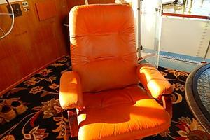 46' Bertram Motor Yacht 1974 Leather recliner
