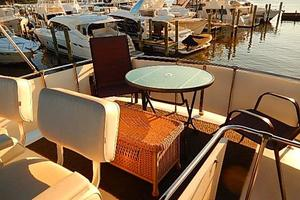 46' Bertram Motor Yacht 1974 Fly bridge seating