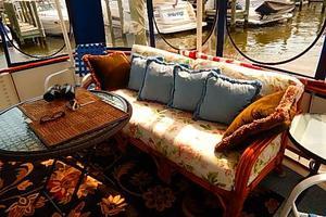 46' Bertram Motor Yacht 1974 Gel memory foam couch