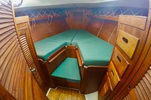 37' Tartan 37 1979 Forward Cabin w/ Access to Head