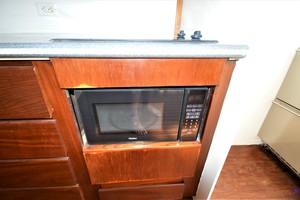 45' Hatteras Custom 45 Express 1969 Hatteras Custom 45 Express Sportfisherman Galley Convection Oven