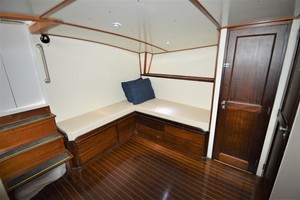 45' Hatteras Custom 45 Express 1969 Hatteras Custom 45 Express Sportfisherman Salon Seating