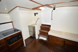 45' Hatteras Custom 45 Express 1969 Hatteras Custom 45 Express Sportfisherman Salon/Galley