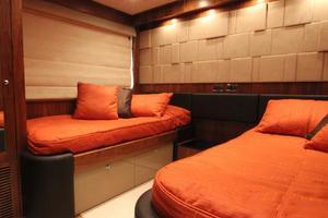 88' Sunseeker Flybridge Motoryacht 2009 Port Guest Stateroom
