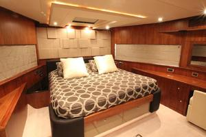 88' Sunseeker Flybridge Motoryacht 2009 VIP Stateroom