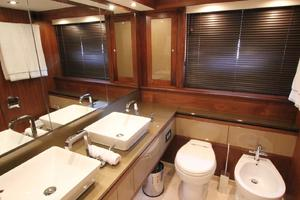88' Sunseeker Flybridge Motoryacht 2009 Master Bath