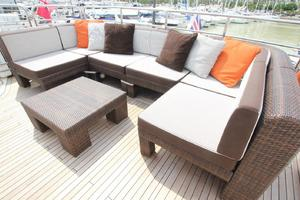 88' Sunseeker Flybridge Motoryacht 2009 Flybridge Seating
