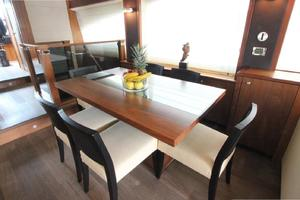 88' Sunseeker Flybridge Motoryacht 2009 Dining Area