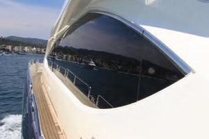 88' Sunseeker Flybridge Motoryacht 2009 Side Deck