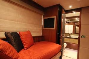 88' Sunseeker Flybridge Motoryacht 2009 Port Guest Stateroom