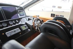 88' Sunseeker Flybridge Motoryacht 2009 Helm