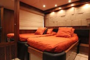 88' Sunseeker Flybridge Motoryacht 2009 Starboard Guest Stateroom