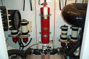 56' Neptunus 56' Flybridge 2004 Engine Room Center