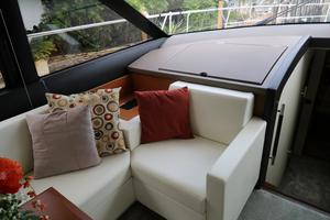 55' Prestige 550 2015 Salon - TV Compartment