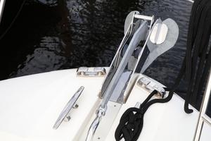 55' Prestige 550 2015 Anchor Roller