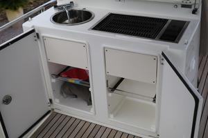 55' Prestige 550 2015 FB Sink/Grill/Storage