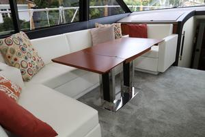 55' Prestige 550 2015 Salon - Table Open