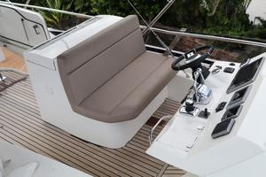 55' Prestige 550 2015 Double FB Helm Seat