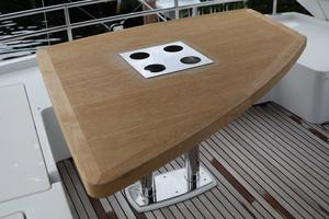 55' Prestige 550 2015 FB Table