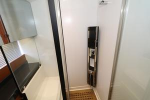 55' Prestige 550 2015 VIP - Shower