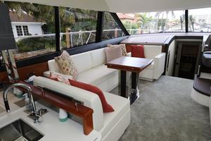 55' Prestige 550 2015 Salon - Port