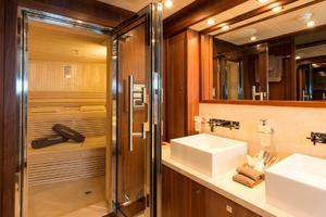 121' Sunseeker Sunseeker 37m 2009 Guest Bath