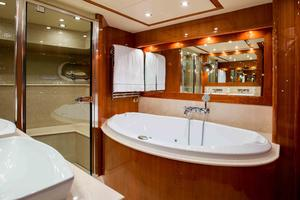 111' Sunseeker Sunseeker 110 2009 Master Bath