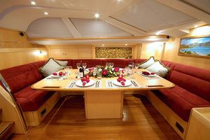72' Oyster 72 2006 SALON DINING
