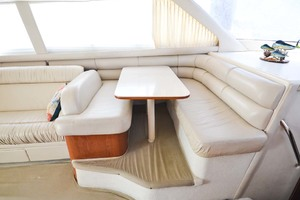 48' Sea Ray 480 Sedan Bridge 1999 Dinette
