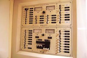 Stolper-380-Tournament-Express-1998-Reel-Deal-North-Palm-Beach-Florida-United-States-Electrical-Control-Panel-919957