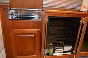 53' Viking Convertible 1990 Salon Sink and Entertainment