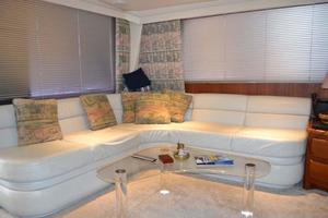 53' Viking Convertible 1990 Salon Settee