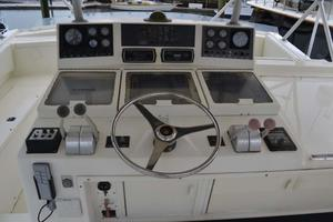 53' Viking Convertible 1990 Helm