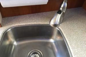 40' Meridian 408 Motoryacht 2004 Galley Sink